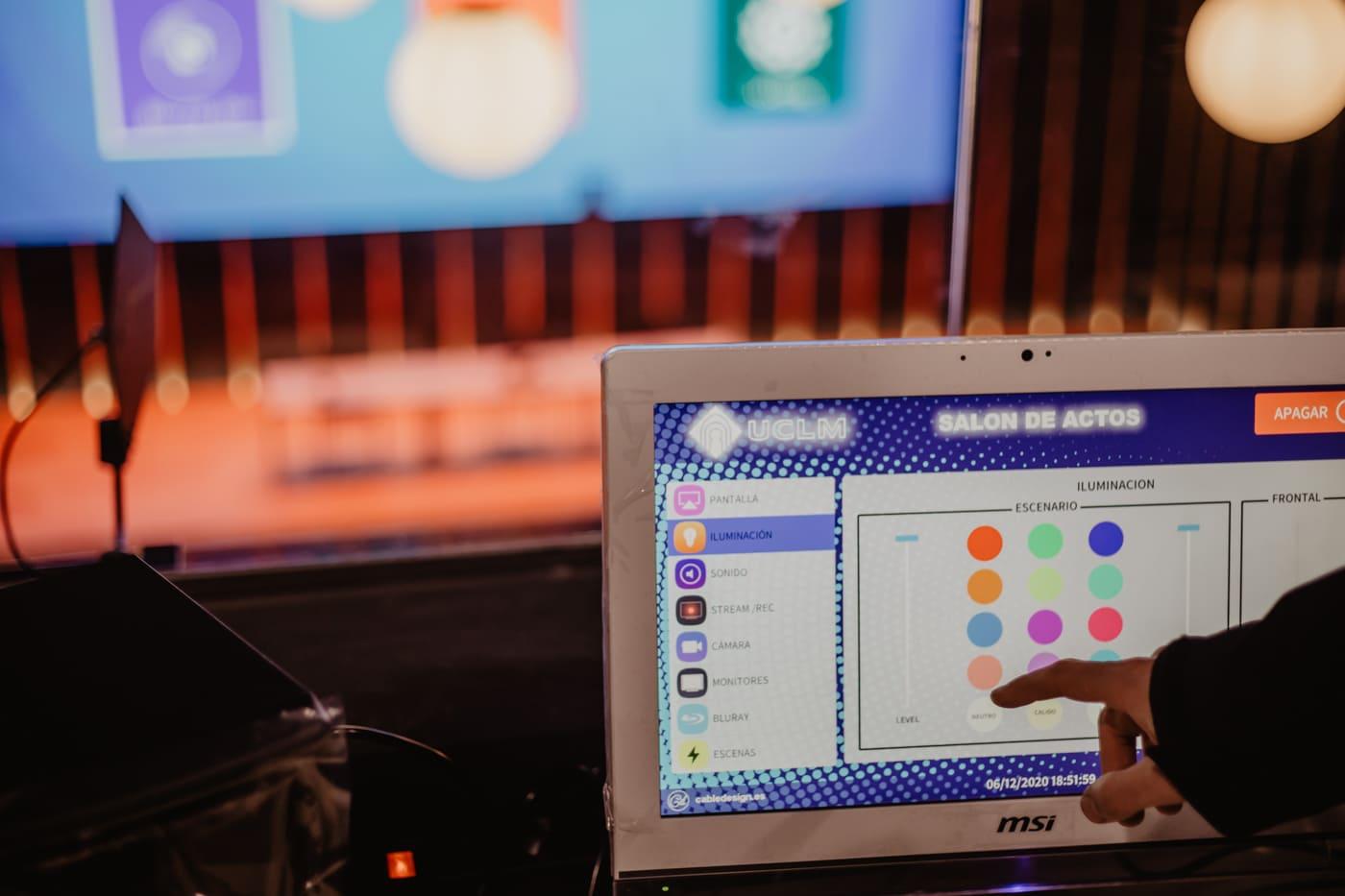sitema-crestron-pantalla-tactil